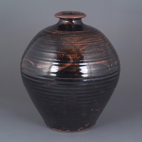 Large Globular Pot